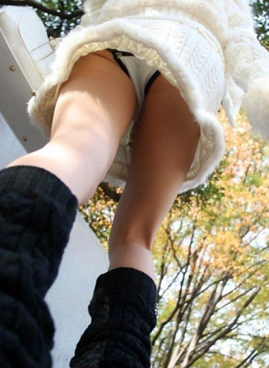 【ローアングルエロ画像】女の子のスカートの中身をローアングルから狙ったでぇ!ww 07