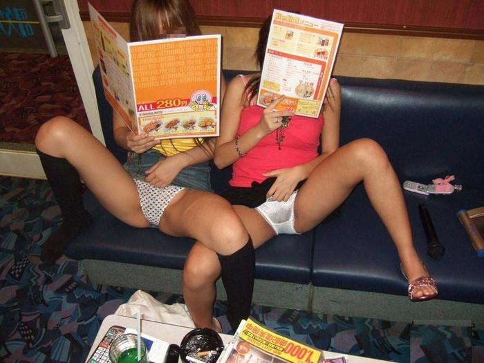 【悪ノリエロ画像】集団になった女の子たちってこんなに大胆なんだぜ!ww 13