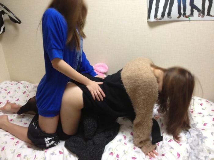 【悪ノリエロ画像】集団になった女の子たちってこんなに大胆なんだぜ!ww 26