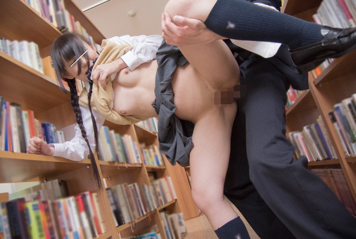 【図書館痴漢エロ画像】こんなところでこんな事!恥ずかしいけど感じちゃう! 12