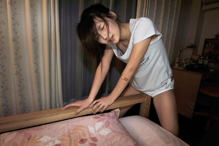 【角オナニーエロ画像】無機質な物質に自らオマンコを擦り付けて快楽を貪る女の子達! 23