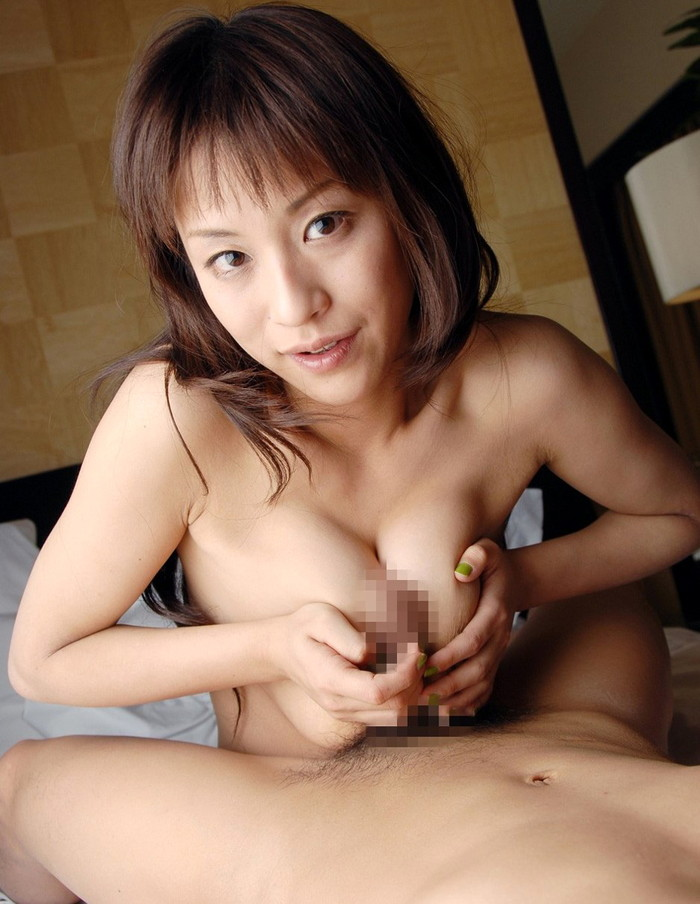 【パイズリエロ画像】やっぱり巨乳が好き!巨乳ファン待望のパイズリ特集 14