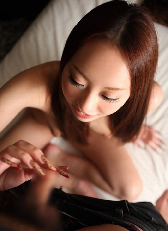 【手コキエロ画像】自分でするのとはワケが違う!優越感も味わえる手コキ! 30