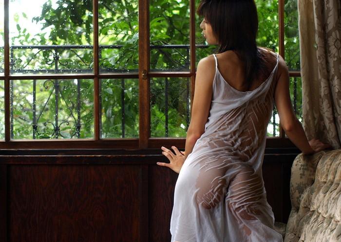 【濡れ透けエロ画像】着衣がびしょ濡れでスケスケの女の子の画像が抜けるッ! 11