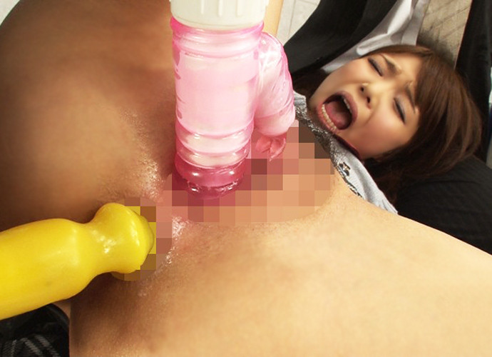 【アナルエロ画像】アナルにオモチャを挿入されている女達の画像が卑猥すぎてヌケる! 02