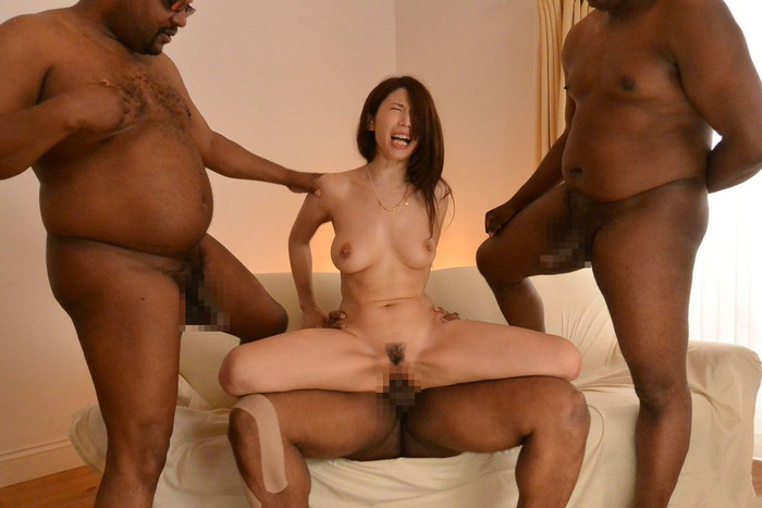 【黒人男性vs日本人女性エロ画像】衝撃的!日本人の小さなマンコに黒人の巨大チンポが… 08