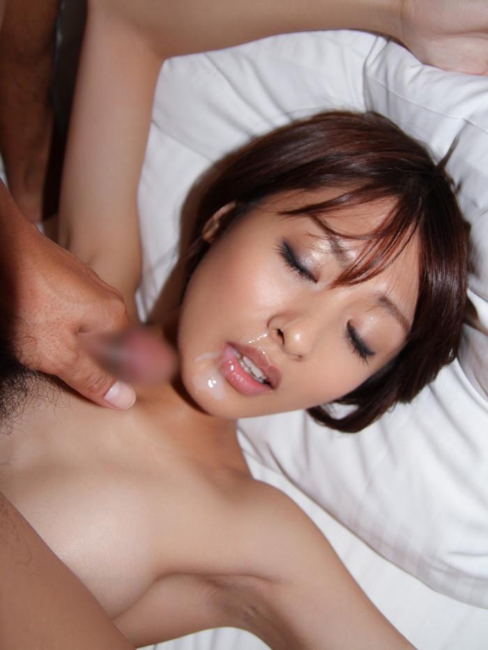 【顔射エロ画像】女の子の可愛い顔にドロッドロのザーメンがたっぷり… 26
