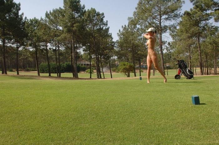 【全裸スポーツエロ画像】すっ裸でスポーツする海外女子!正気なのだろうかww 10