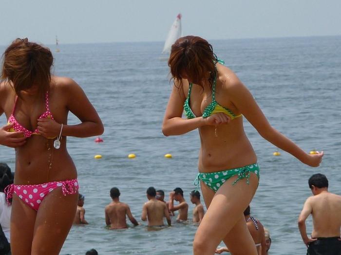 【素人水着エロ画像】夏の日差しと戯れる水着姿の素人娘にフル勃起! 11