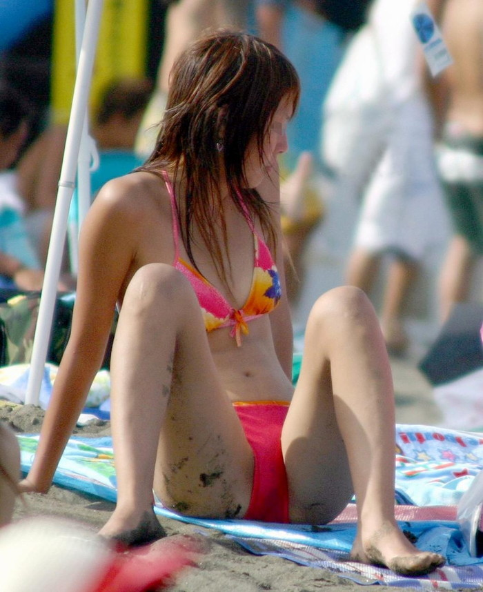 【素人水着エロ画像】夏の日差しと戯れる水着姿の素人娘にフル勃起! 22