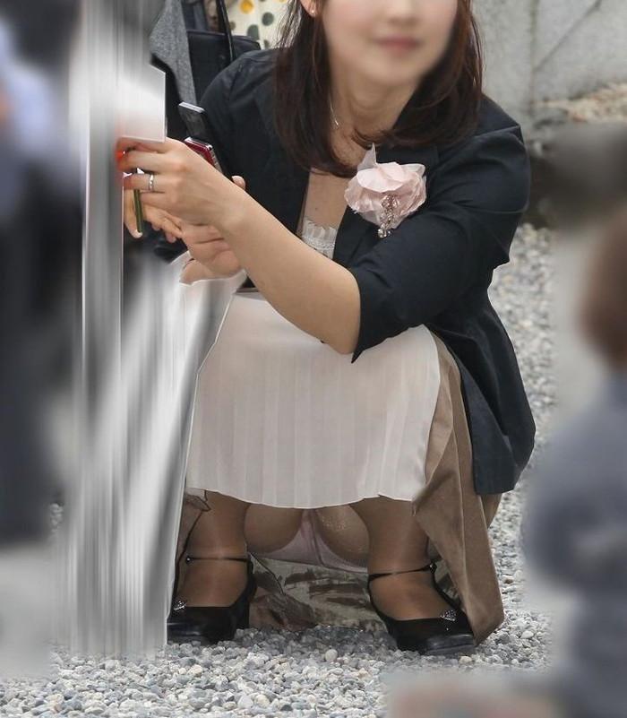 【子連れママエロ画像】育児に夢中で自己防衛がぜんぜんなってない子連れママ! 11