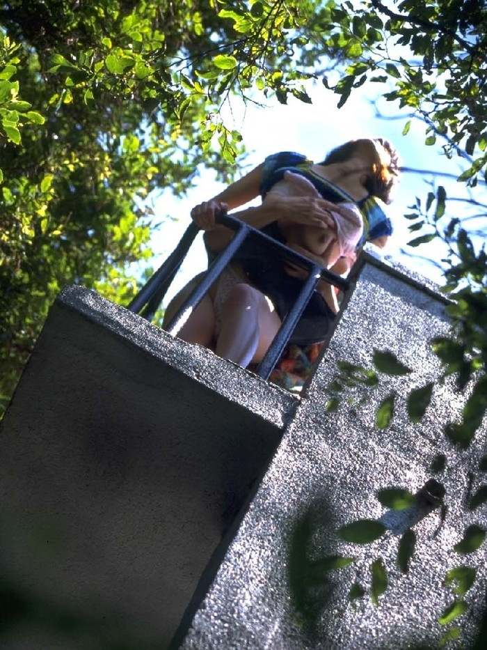 【野外セックスエロ画像】開放的な屋外で開放的なセックスを楽しむカップル! 14