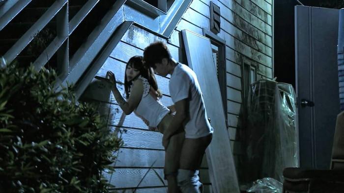 【野外セックスエロ画像】開放的な屋外で開放的なセックスを楽しむカップル! 25