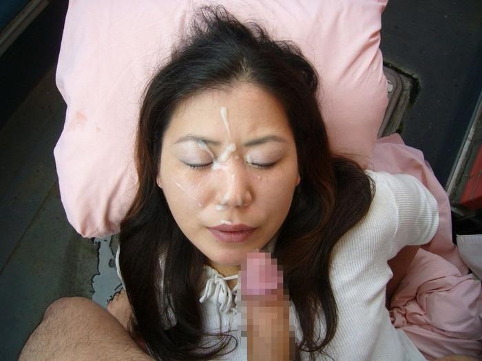 【顔射エロ画像】女の子の顔をザーメンで汚し支配欲を満たす行為がコチラw 19