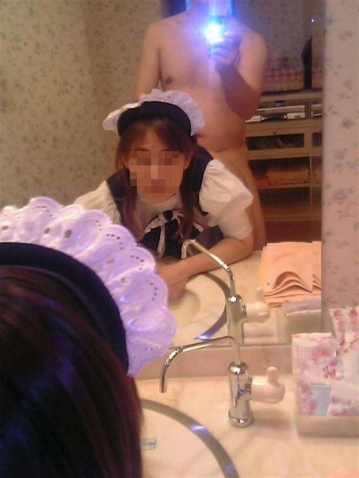 【カップル鏡撮りエロ画像】鏡を利用して自分たちのセックスを撮影するカップル! 02