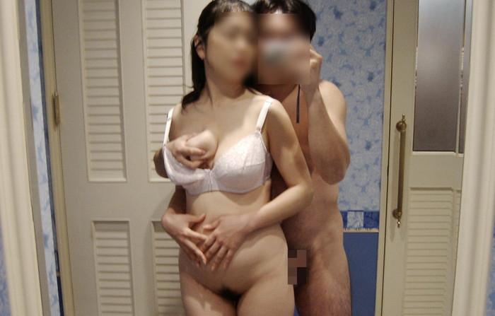 【カップル鏡撮りエロ画像】鏡を利用して自分たちのセックスを撮影するカップル! 08