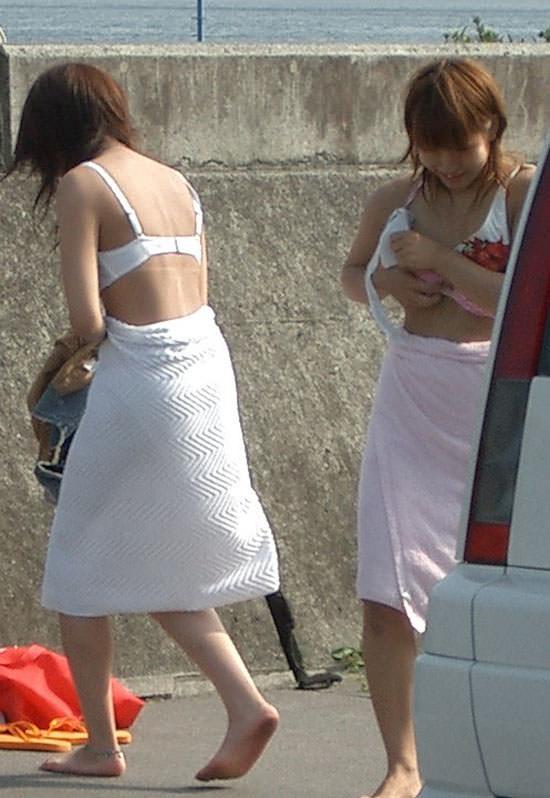 【素人盗撮エロ画像】着替えの最中を盗撮されてネットに流出してしまった素人娘たち。 12