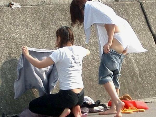【素人盗撮エロ画像】着替えの最中を盗撮されてネットに流出してしまった素人娘たち。 18