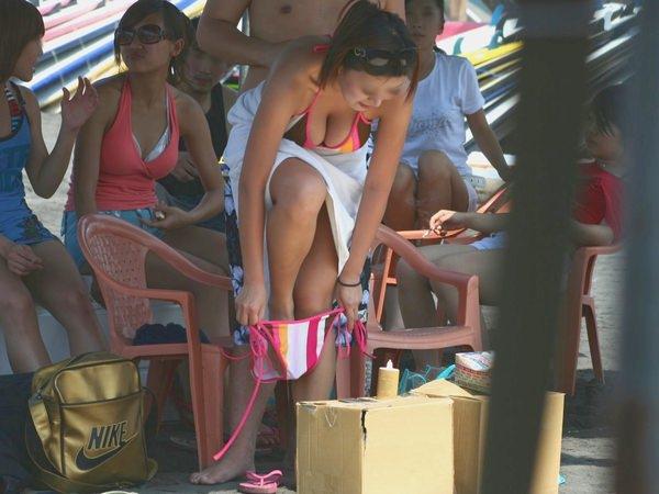 【素人盗撮エロ画像】着替えの最中を盗撮されてネットに流出してしまった素人娘たち。 22