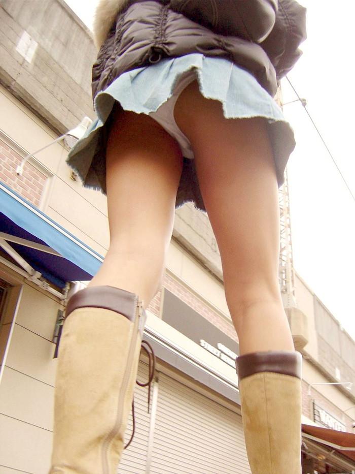【ローアングルエロ画像】ローアングルからスカートの中身を狙い撃ちしたったww 19