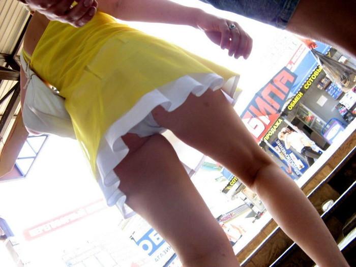 【ローアングルエロ画像】ローアングルからスカートの中身を狙い撃ちしたったww 20