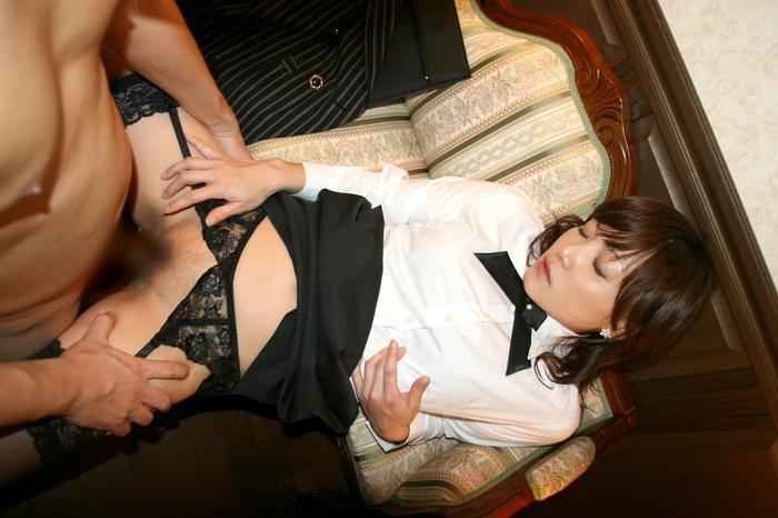 【着衣セックスエロ画像】乱れた着衣がエロい!全裸にならない着衣セックス! 35