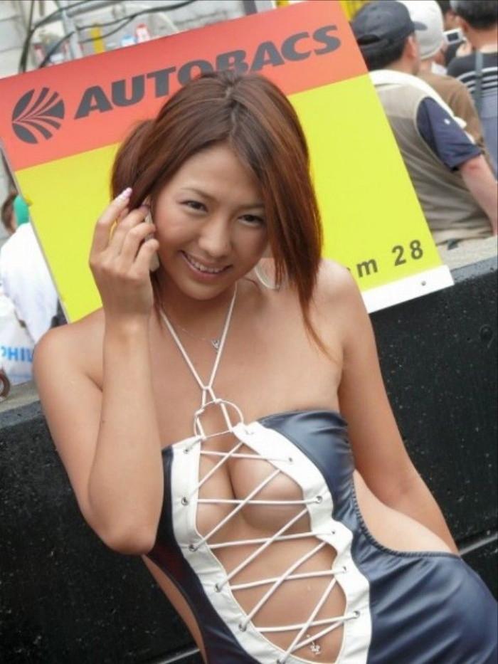 【キャンギャルエロ画像】キャンギャルたちの年々過激になる衣装がヤバい! 05