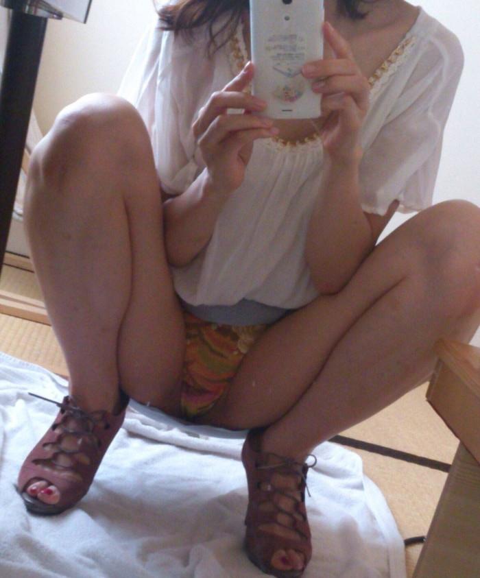 【素人自撮りエロ画像】恥ずかしい姿を自分で自撮りした素人娘たちのエロ画像 04