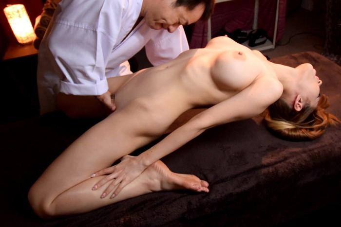 【悪徳マッサージエロ画像】かわいい女の子は悪徳マッサージ師の餌食! 25