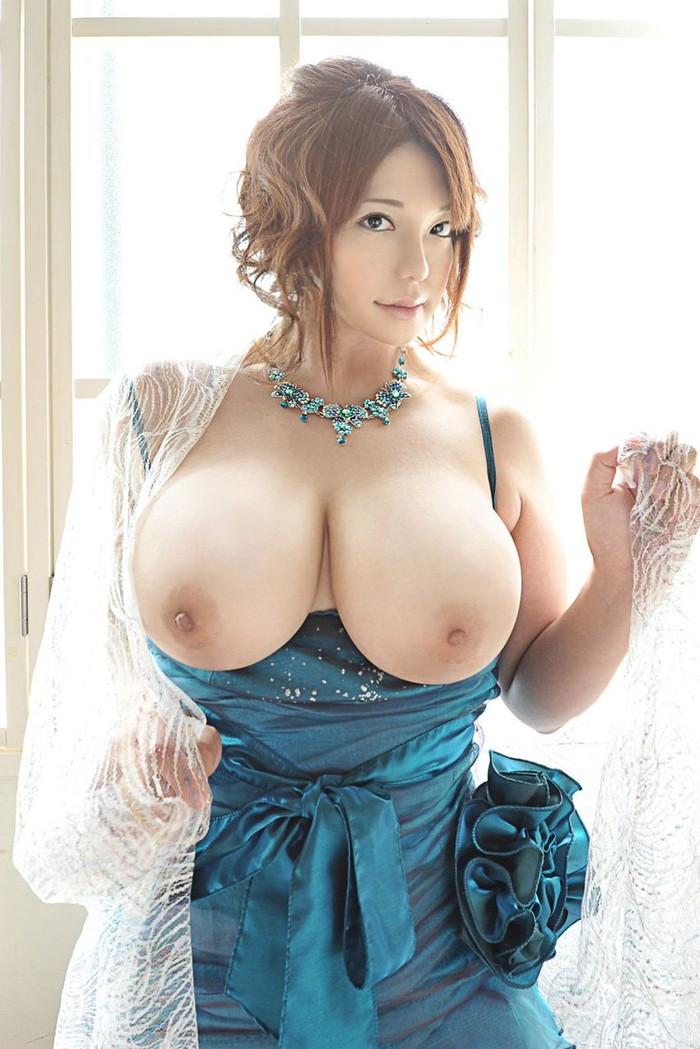 【美巨乳エロ画像】美しくてデカい!そんな美巨乳に拘った美巨乳エロ画像がコチラww 12