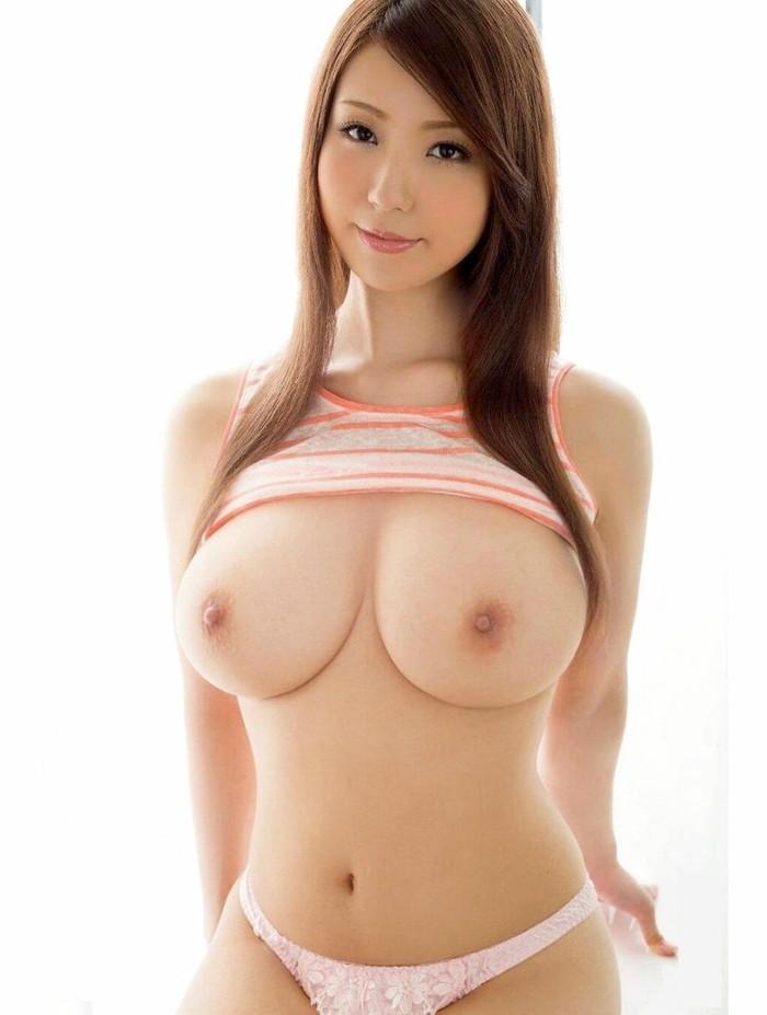 【美巨乳エロ画像】美しくてデカい!そんな美巨乳に拘った美巨乳エロ画像がコチラww 19