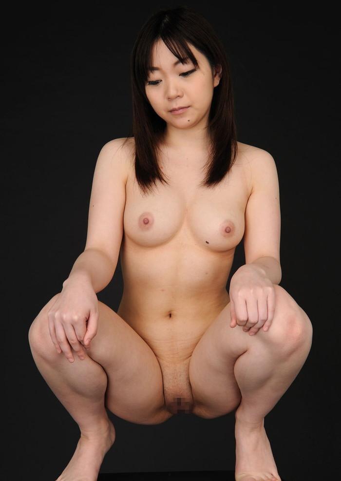 【パイパンエロ画像】ロリ必見!まるで少女!ツルツルに剃り上げたパイパンマンコ! 09