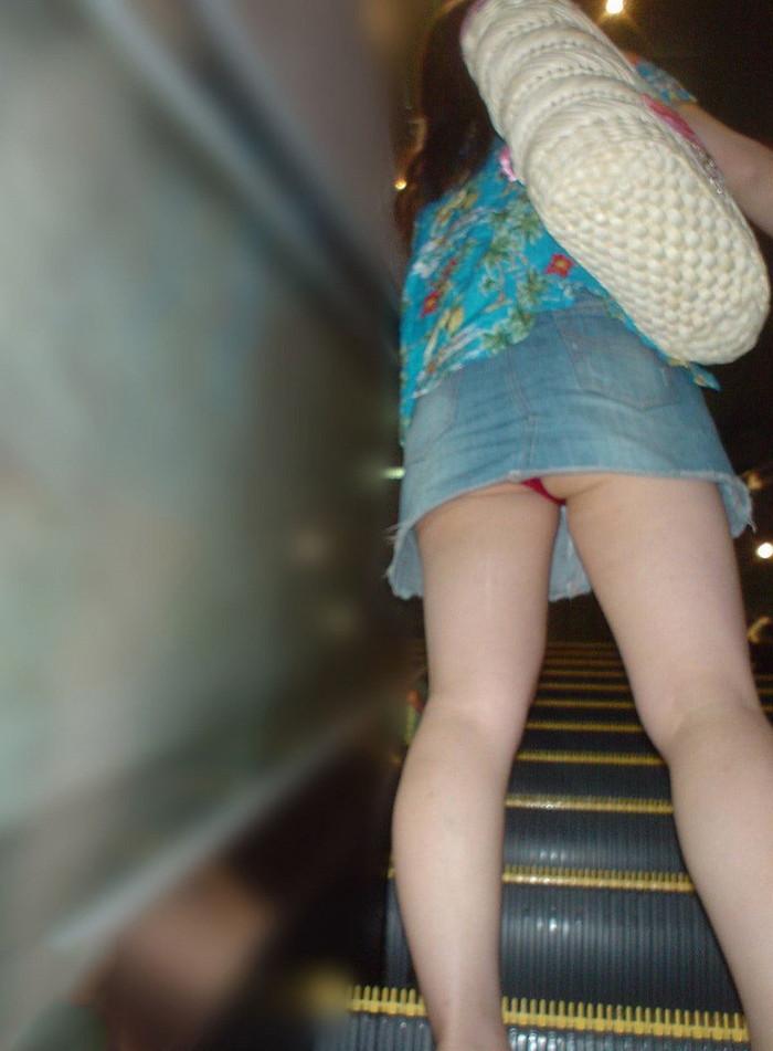 【ローアングルエロ画像】ローアングルから狙ったパンチラが美しすぎるぞ! 24
