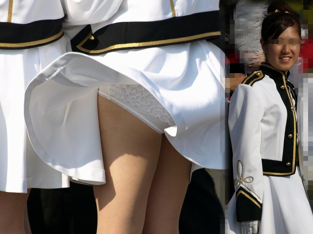【パンチラエロ画像】風に翻ったスカートの中身を狙い撃ちしたったぜww