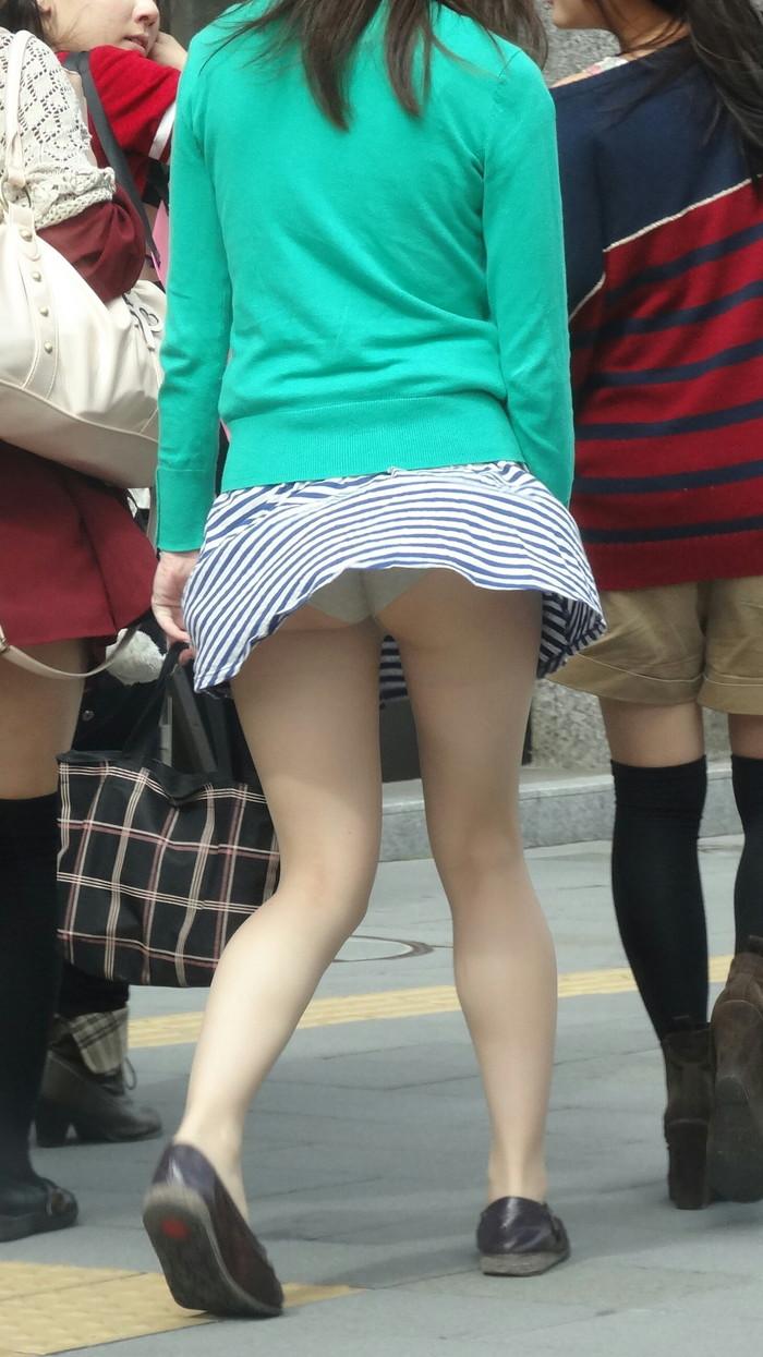 【パンチラエロ画像】風に翻ったスカートの中身を狙い撃ちしたったぜww 16