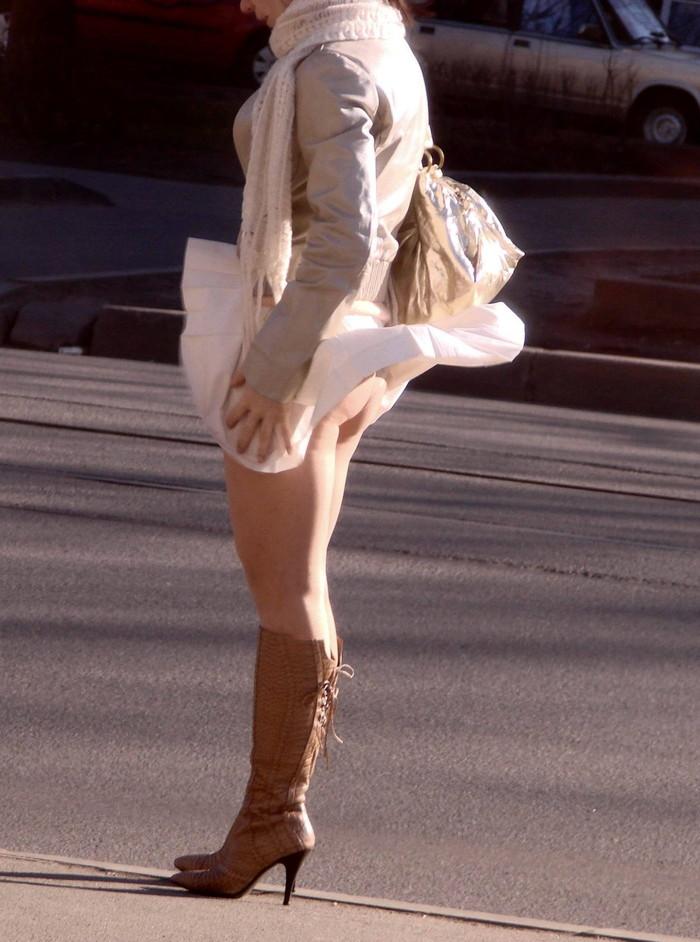 【パンチラエロ画像】風に翻ったスカートの中身を狙い撃ちしたったぜww 20
