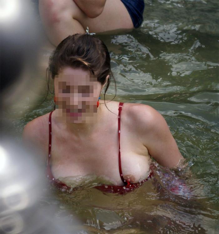 【素人水着ハプニングエロ画像】これは神が起こした奇跡か!?素人娘の水着ハプニング! 13