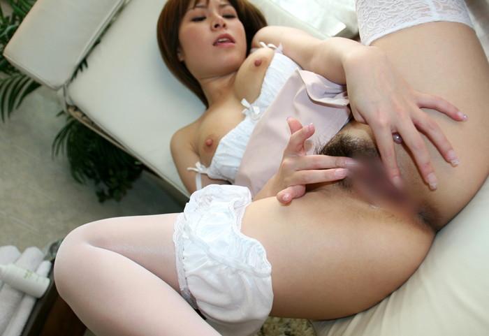 【指オナニーエロ画像】生々しくてリアル!指で性器を弄ぶ指オナニー! 11