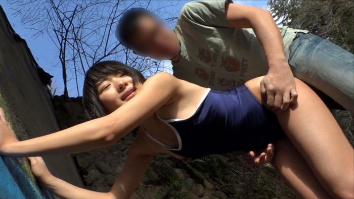 【青姦エロ画像】ムラムラした時がヤリたい時!欲望に忠実な男女の青姦! 13