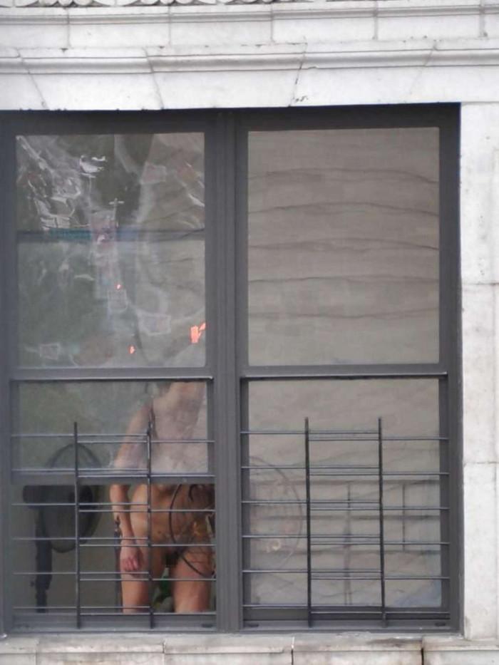 【民家盗撮エロ画像】無防備すぎるだろ!?自宅でうっかり盗撮魔の餌食になった女の子! 09