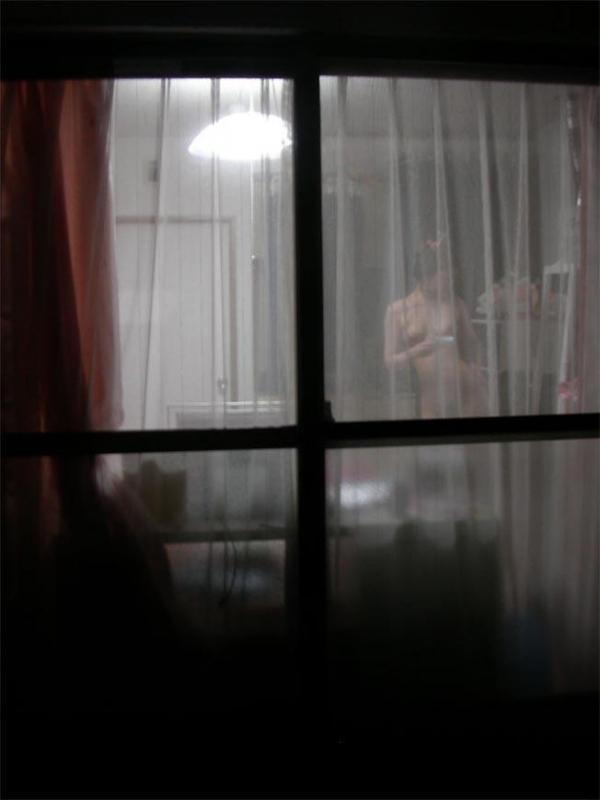 【民家盗撮エロ画像】無防備すぎるだろ!?自宅でうっかり盗撮魔の餌食になった女の子! 25