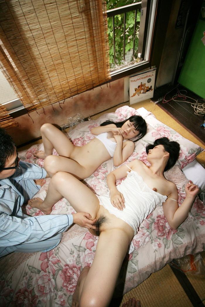 【3Pエロ画像】男女3人でくんずほぐれつ!エロすぎる3Pに勃起は必然!?w 07