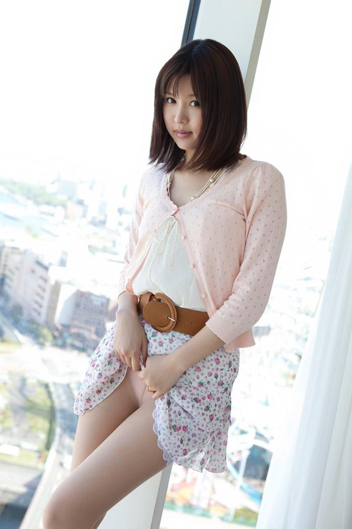 【セルフパンチラエロ画像】可愛い女の子が自らスカートをたくし上げて「見てもいいんだよ!?」 07