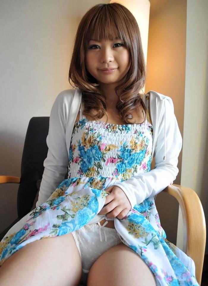 【セルフパンチラエロ画像】可愛い女の子が自らスカートをたくし上げて「見てもいいんだよ!?」 20