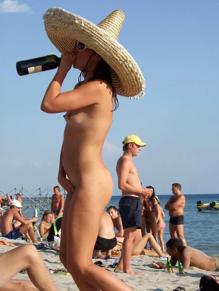 【ヌーディストビーチエロ画像】ここは天国!?いや!ヌーディストビーチだ! 12