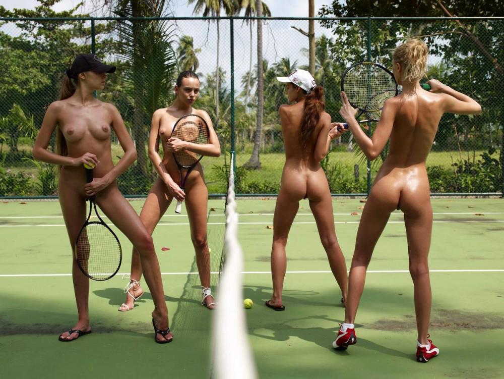 全裸スポーツに熱中する美女たちのエロ画像
