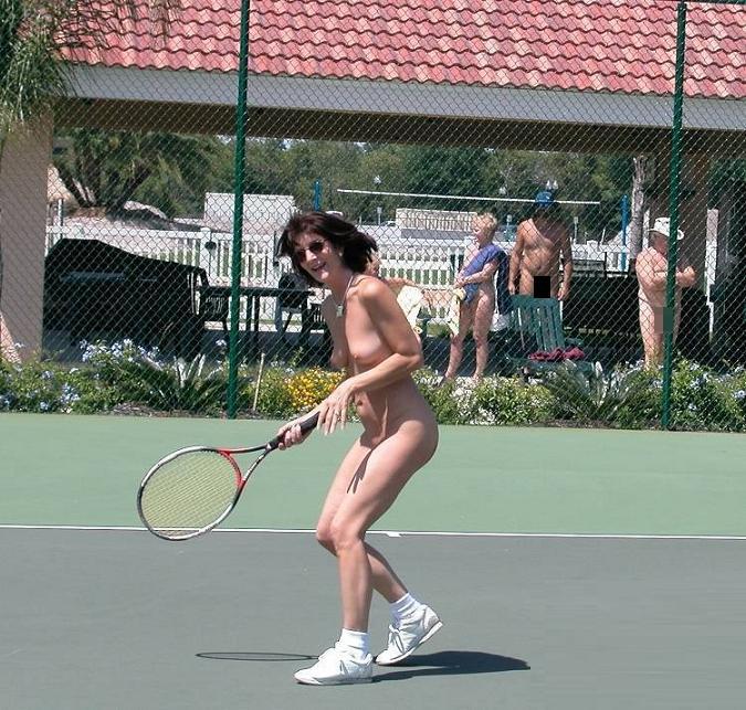 【全裸スポーツエロ画像】一体なぜ全裸で!?全裸でスポーツする海外女子がめちゃエロッ! 13