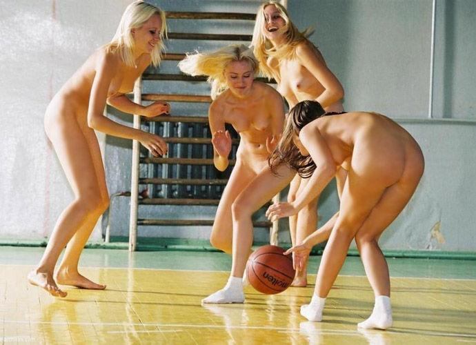 【全裸スポーツエロ画像】一体なぜ全裸で!?全裸でスポーツする海外女子がめちゃエロッ! 15