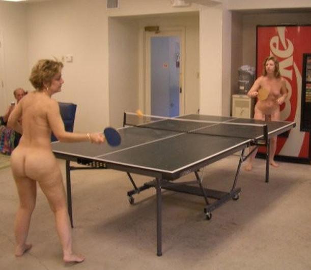【全裸スポーツエロ画像】一体なぜ全裸で!?全裸でスポーツする海外女子がめちゃエロッ! 17