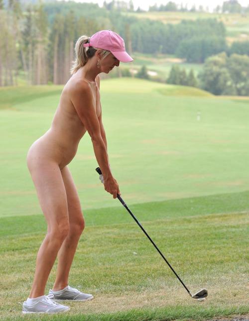 【全裸スポーツエロ画像】一体なぜ全裸で!?全裸でスポーツする海外女子がめちゃエロッ! 20
